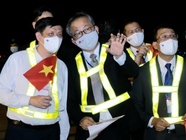 Gần 1 triệu liều vắc-xin phòng COVID-19 của Nhật Bản trao tặng đã về đến Việt Nam