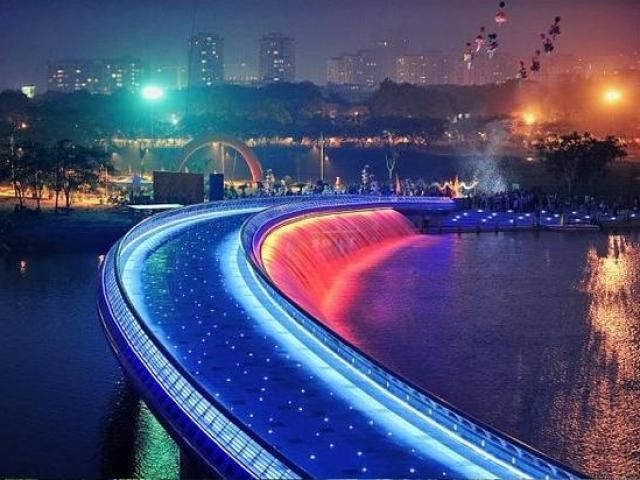 Cây cầu nào được mệnh danh là cầu đi bộ đẹp nhất ở TP.HCM?