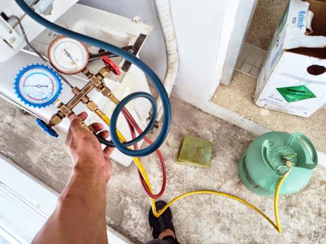 Làm thế nào để tránh bị thợ lừa nạp gas điều hòa?
