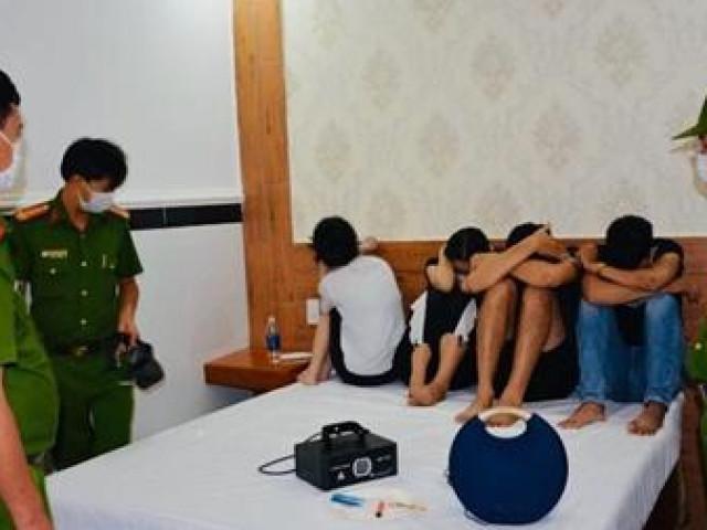 20 thanh niên thuê khách sạn bay lắc giữa mùa dịch