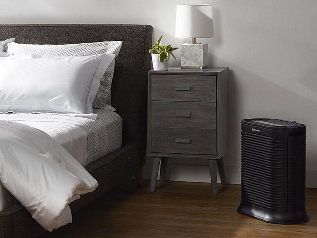 Sắm máy lọc không khí trong phòng ngủ liệu có cần thiết?