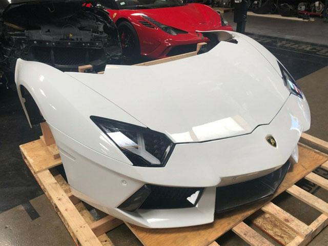 Đẳng cấp kiểu Mỹ, nguyên phần đầu xe Lamborghini được rao bán trên eBay