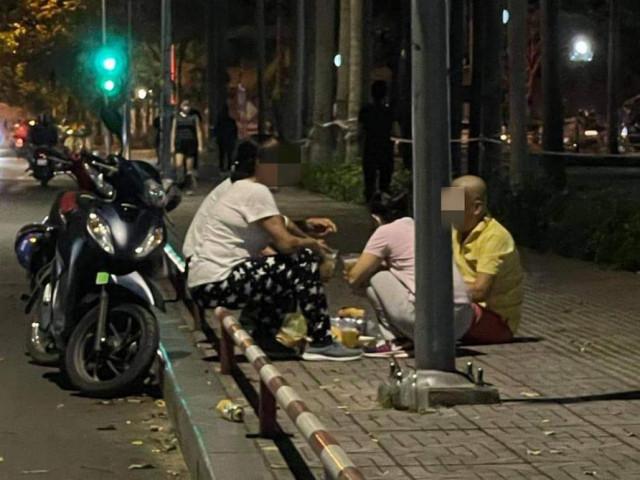 5 người nhậu trên vỉa hè công viên Gia Định bị phạt 39 triệu đồng
