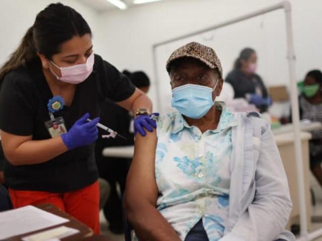 Tiêm kết hợp 2 loại vắc-xin và tiêm tăng cường liều ba sẽ ngừa nhiễm tốt hơn?