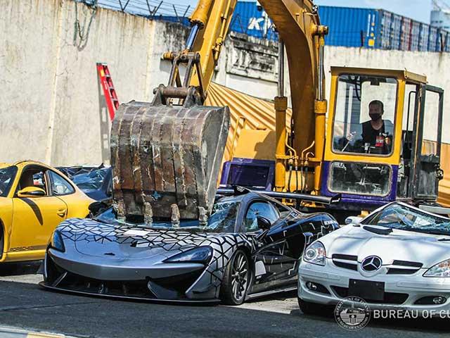 Đau lòng nhìn McLaren 620R mới tinh bị nghiền nát vì nhập lậu