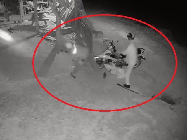 """Clip: """"Cẩu tặc"""" hung hãn tấn công chủ nhà khi bị phát hiện"""