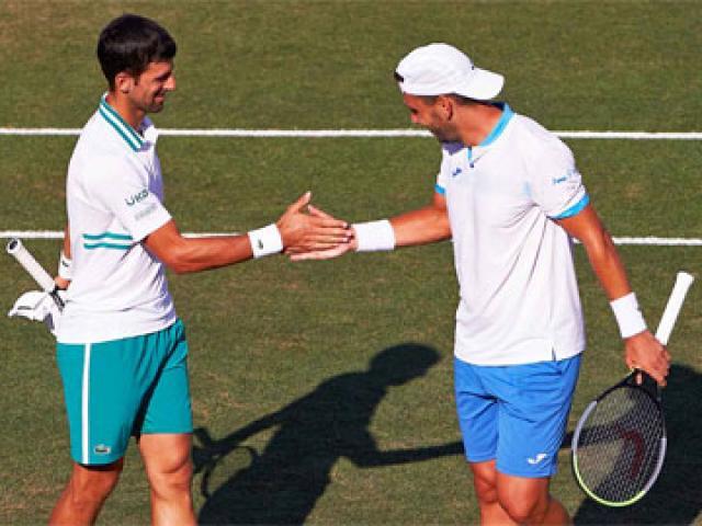 Djokovic bỏ đánh đơn chuyển sang đánh đôi, hạ luôn cặp lợi hại nhất