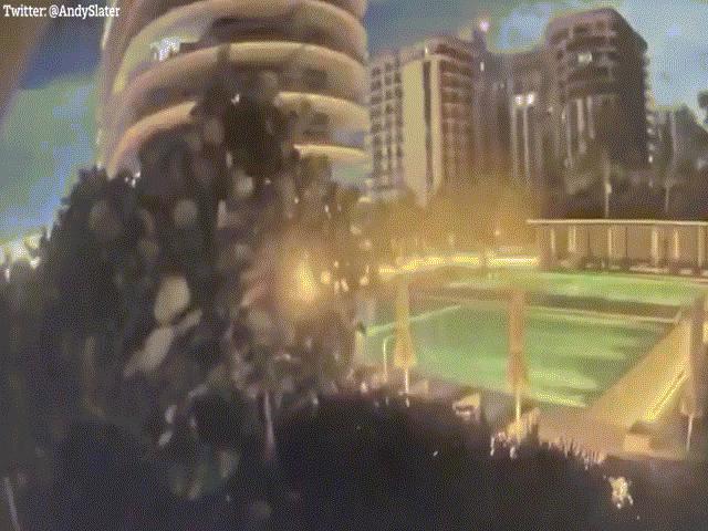 """Video: 55 căn hộ của tòa nhà 12 tầng bất ngờ sập xuống như """"bị đánh bom"""" ở Mỹ"""