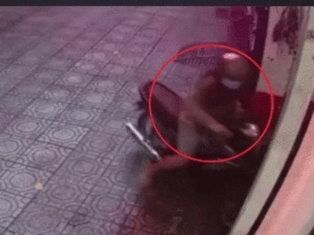 SỐC: Cô gái xông phi đuổi trộm xe máy như trong phim
