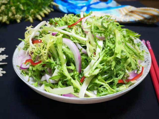 """Loại rau rẻ bèo ngoài chợ không chỉ là """"thần dược"""" giải độc gan còn làm salad cực ngon"""