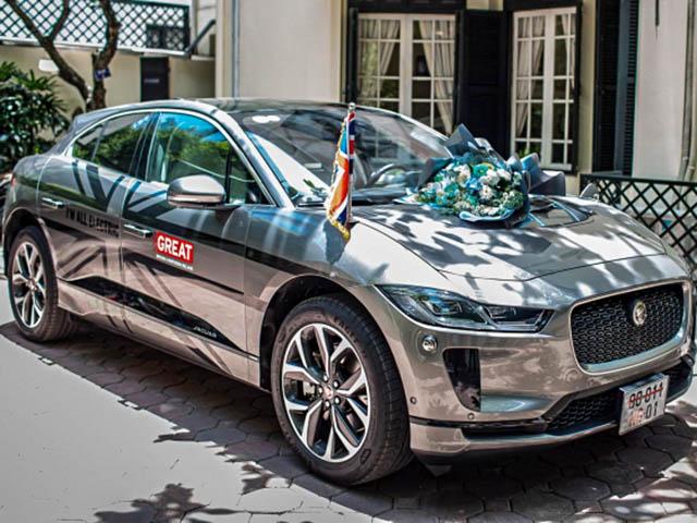 Jaguar I-Pace đầu tiên về đội xe Đại sứ quán Anh tại Việt Nam