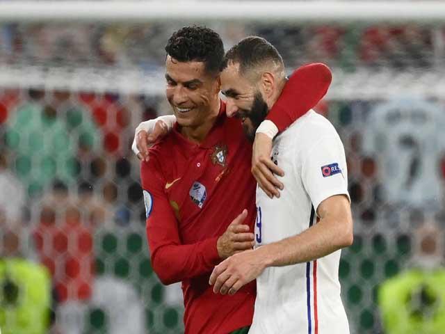 """Sốc EURO 2020: Nghi án Ronaldo """"chỉ đạo"""" Benzema đá ma giúp BĐN vào vòng 1/8"""