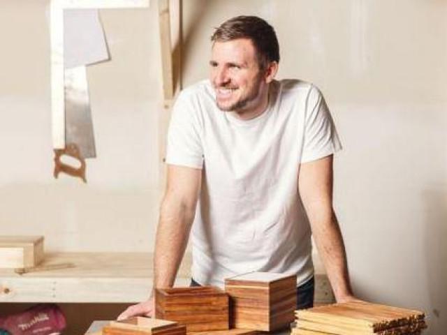 Chàng trai tái chế 32 triệu chiếc đũa dùng một lần thành đồ nội thất