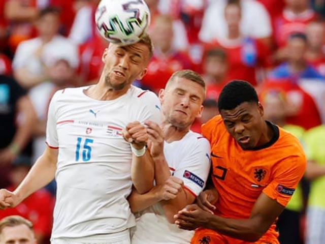 Video Hà Lan - CH Czech: Tấn công liên tục, hết hồn cuối hiệp (Vòng 1/8 EURO) (H1)