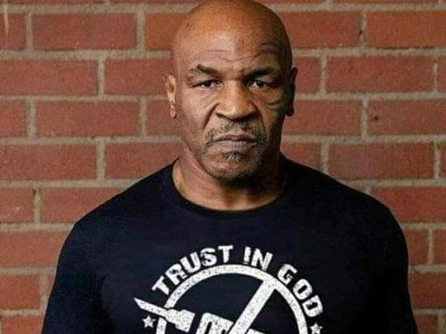 """Mike Tyson được """"minh oan"""" vụ vaccine, Logan Paul quyên tiền cho nữ võ sỹ nghèo"""