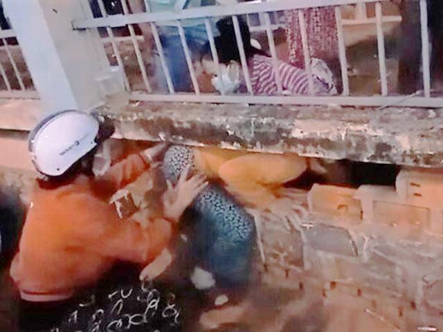 """500 người """"bỏ trốn"""" khỏi Bệnh viện Đa khoa tỉnh Bình Thuận, bác sĩ khóc"""