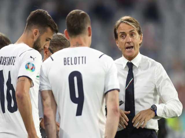 """Italia hạ gục Bỉ: HLV Mancini tuyên bố """"vẫn chưa đã"""", SAO hé lộ về siêu phẩm"""