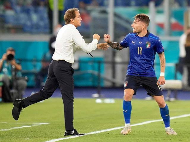 """Họp báo Italia đấu TBN bán kết EURO: Bonucci """"để mắt"""" Morata, HLV Mancini bảo vệ học trò"""