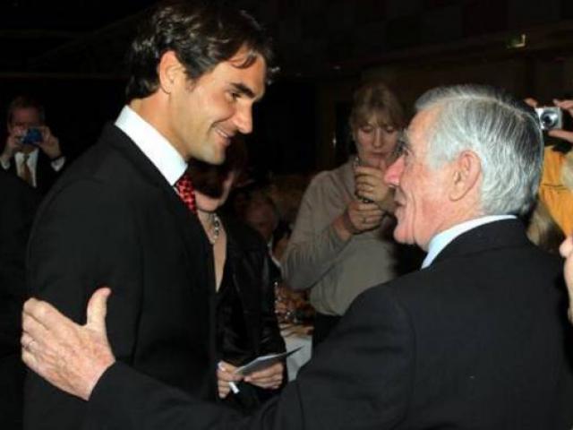 Nóng nhất thể thao tối 6/7: Federer phá kỷ lục của Rosewall ở Wimbledon