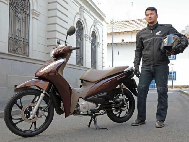 Soi chi tiết xe số 2021 Honda Biz 125 hút cánh mày râu