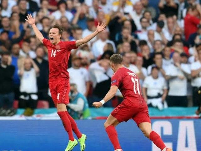 Đường cong hoàn hảo tạo nên siêu phẩm đá phạt khiến ĐT Anh thua bàn đầu tiên