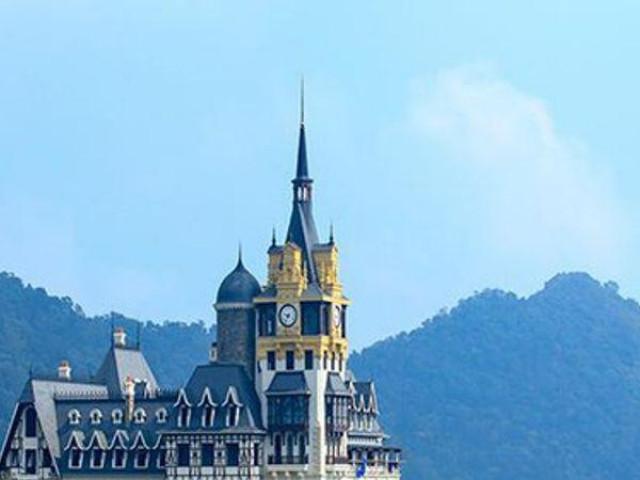 Xôn xao tòa lâu đài 400 tỷ trên đỉnh Tam Đảo của ông chủ Lạc Hồng