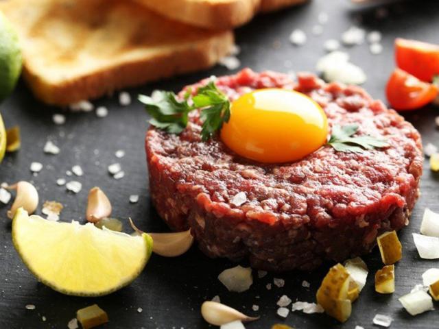 Món bít tết thịt bò sống của người Pháp, hình thức hấp dẫn nhưng liệu có ai dám thử?