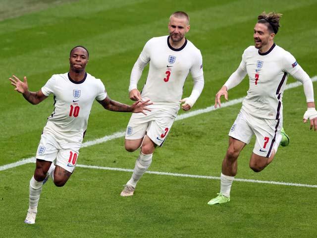 """ĐT Anh lập kỳ tích """"đá ma"""" ở EURO, bị dọa không cầm được bóng trước Italia"""