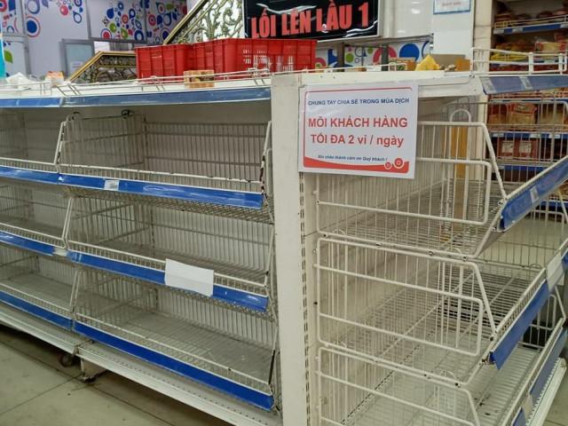 Vì sao siêu thị hạn chế người dân mua trứng gà, vịt?