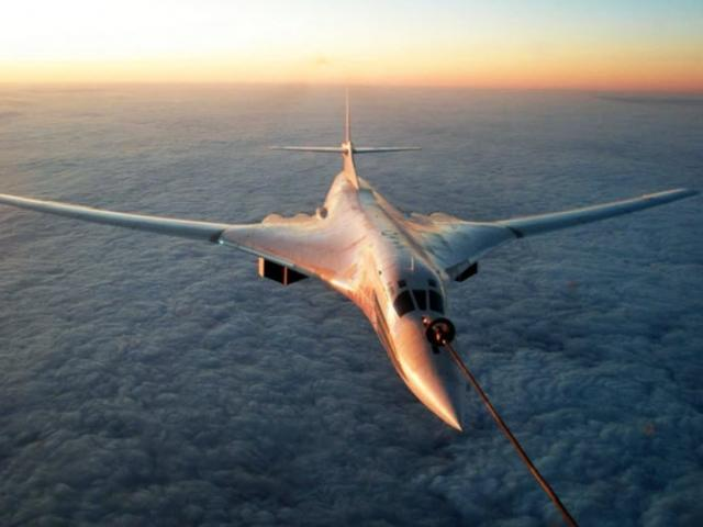 """Máy bay ném bom """"mạnh nhất lịch sử"""" của Nga phô diễn sức mạnh trên bầu trời"""