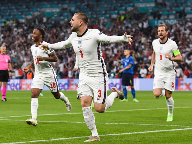 """SAO MU Luke Shaw """"xé lưới"""" Italia, ghi bàn nhanh nhất lịch sử chung kết EURO"""