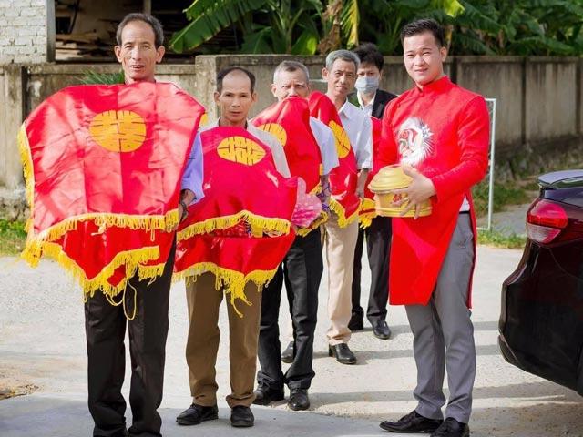 """Dàn phù rể bê tráp đám cưới ở Nghệ An khiến dân tình """"ngã ngửa"""""""