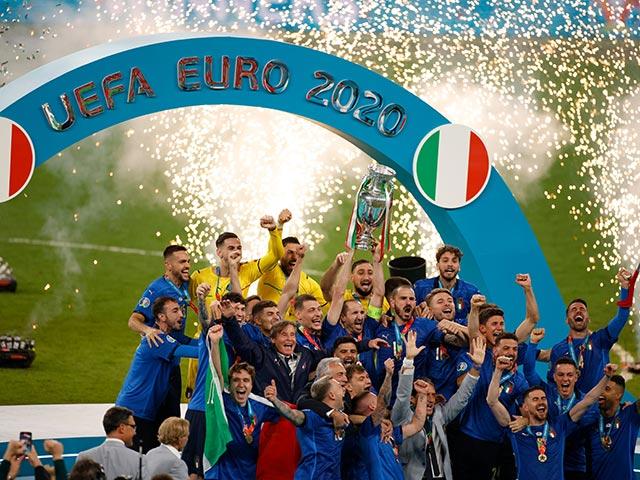 Trực tiếp Italia rước cúp vô địch EURO 2020: Tổng thốngMattarella hết lời ca ngợi đội tuyển