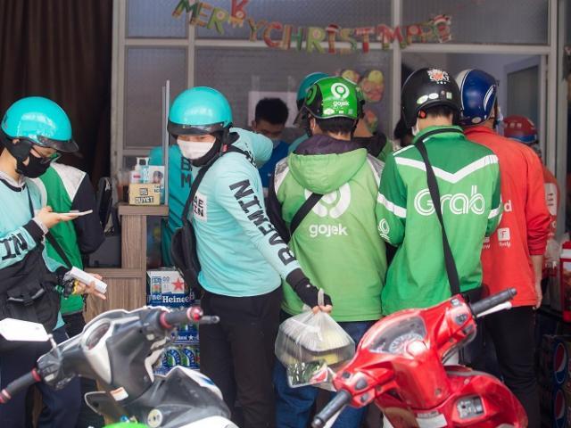 """Quán cơm ở Hà Nội """"bùng nổ"""" đơn ship, """"nổ"""" gần 200 đơn hàng chỉ trong buổi trưa"""