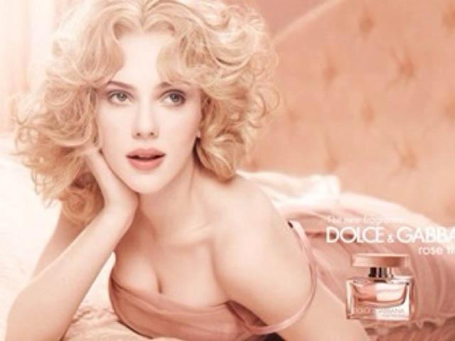 """Góa phụ đen"" Scarlett Johansson giữ dáng khắt khe"