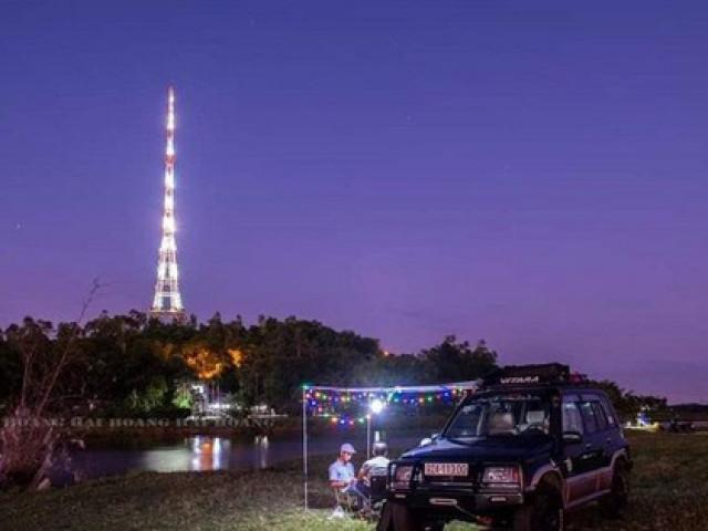 """Teen Quảng Nam ngất ngây với """"Tháp Eiffel"""" giữa lòng thành phố Tam Kỳ"""