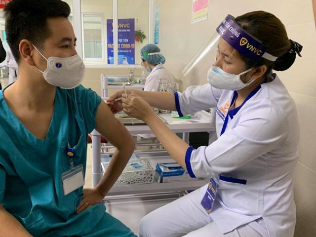 Những đối tượng nào chống chỉ định tiêm vắc-xin COVID-19 cùng loại?