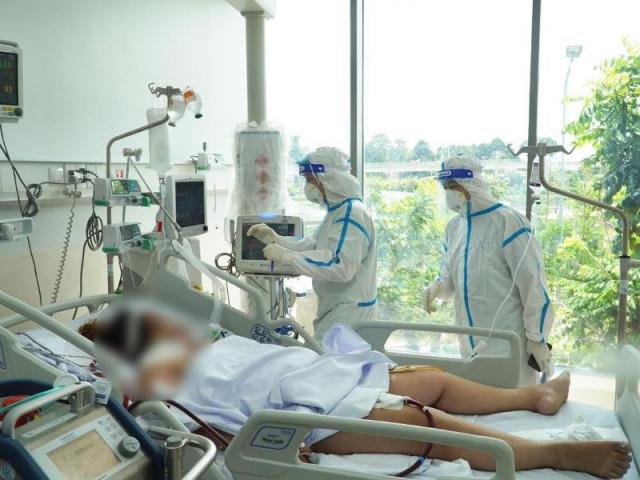 """Bác sĩ hồi sức COVID-19 ở TP.HCM: """"Áp lực dồn dập và khủng khiếp"""""""