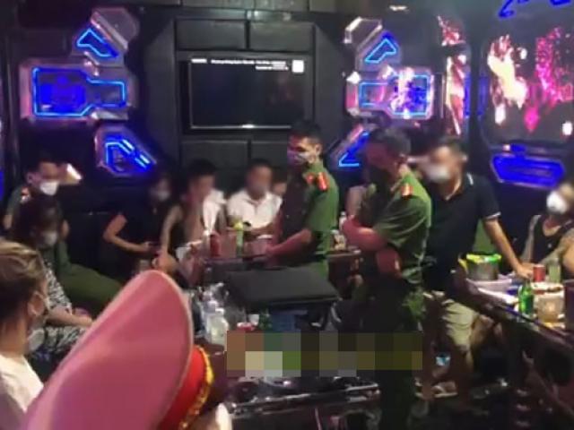27 nam, nữ thanh niên tụ tập thác loạn trong tiếng nhạc mạnh tại quán karaoke