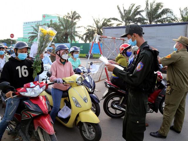 Giãn cách 19 tỉnh, người dân có được rời TP.HCM về quê?