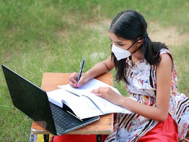Nhiều vấn đề phát sinh khi học trực tuyến mùa dịch COVID-19