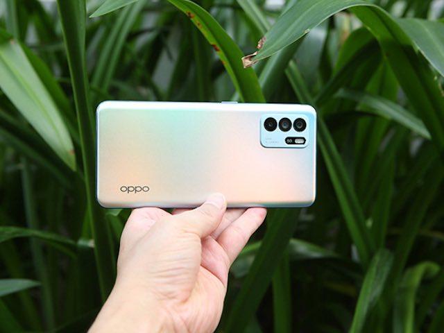 Đập hộp OPPO Reno6 Z bạc đa sắc với hiệu ứng Reno Glow
