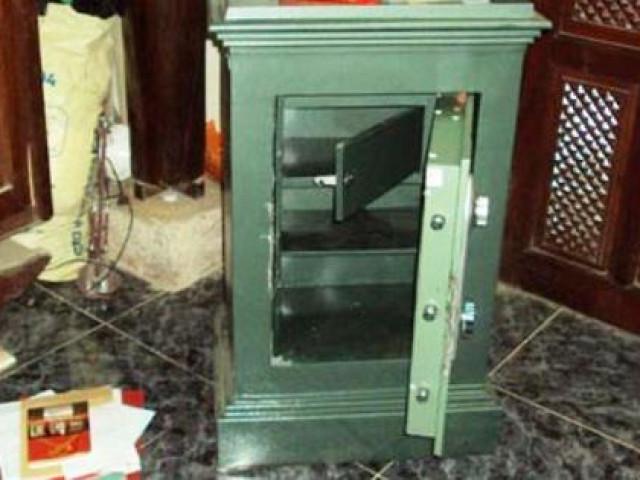 Chủ nhà ngủ dậy tá hỏa vì két sắt chứa tài sản 2,2 tỉ đồng bị mất trộm