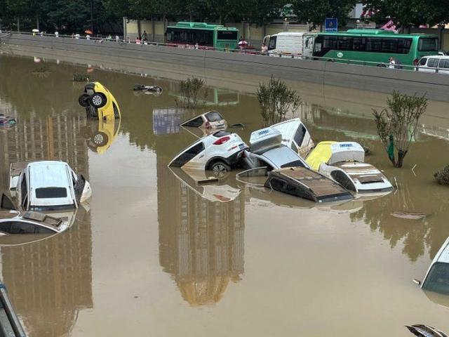 """Thành phố TQ được đổ hơn 8 tỷ USD chống lũ lụt bị """"thất thủ"""" sau một trận mưa, vì sao?"""