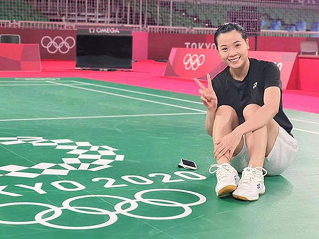"""""""Hot girl"""" Thùy Linh thần tốc thắng sốc sao cầu lông Pháp tại Olympic 2021"""