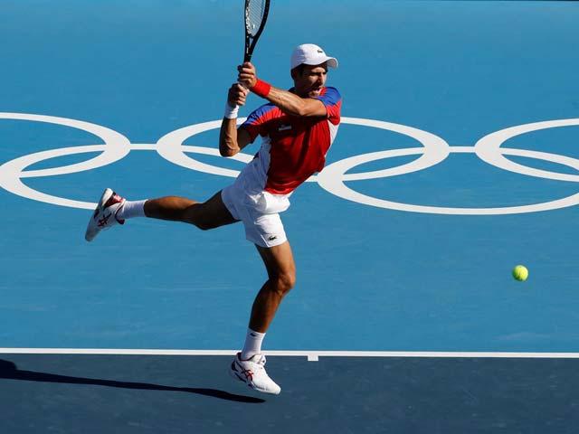 Nóng tennis Olympic: Djokovic thắng thần tốc 63 phút, Medvedev chật vật qua vòng 1