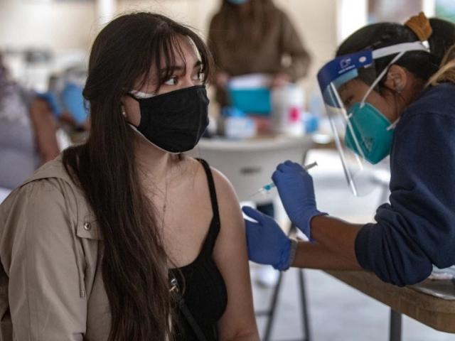 Tăng kích cỡ vòng 1 sau tiêm vắc xin Covid-19: Chuyên gia nói gì?