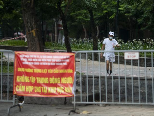 Hình ảnh khó tin ở Hà Nội trong buổi sáng TP có 19 ca dương tính với SARS-CoV-2