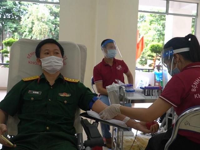 Video: Hiến máu giữa 'tâm dịch' COVID-19
