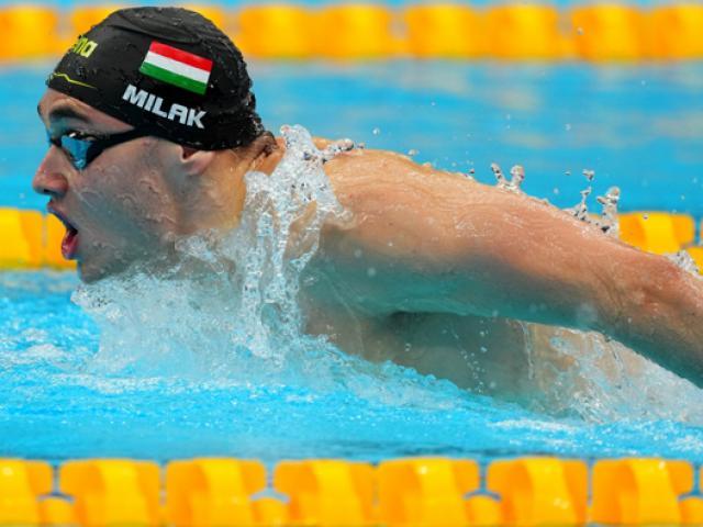 Đỏ mặt kình ngư bị sự cố với quần bơi khi phá kỷ lục của Michael Phelps